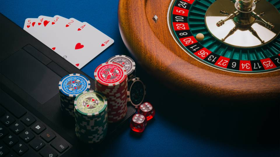 Playing free gambling games